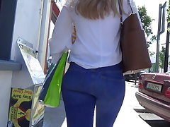 Candid blonde nubile in skin tight denim