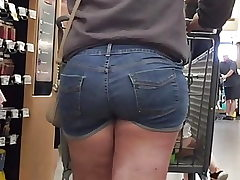 Thick Teenager Phat ass white girl Ass in Shorts